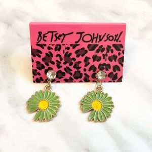 🎉 NWT Betsey Johnson Green & Yellow Daisy Crystal Stud Earrings